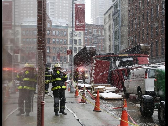 Usa: crolla gru a Manhattan, almeno un morto