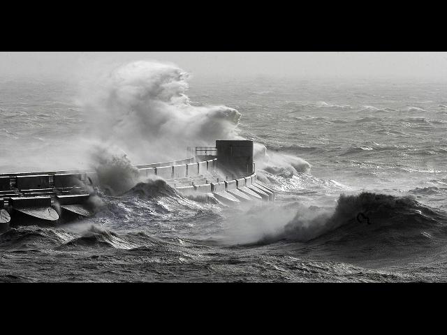 Gb: burrasca spazza coste sud-ovest, venti oltre 150 all'ora