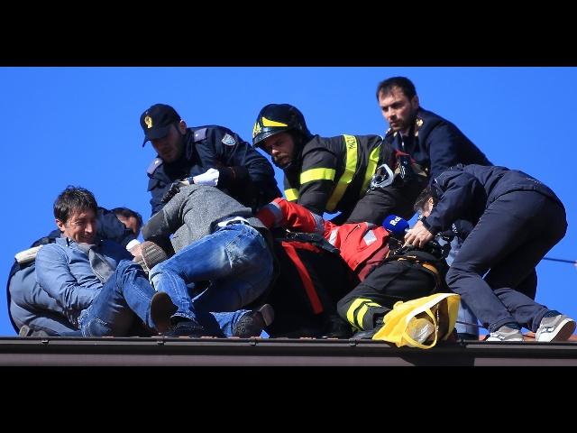 Sanremo: su tetto minaccia buttarsi, preso da forze ordine