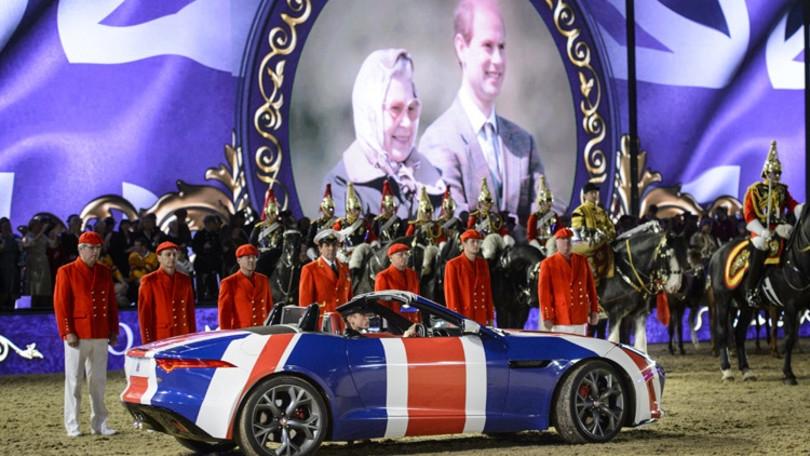 Jaguar Land Rover a corte per i festeggiamenti dei 90° anni della Regina Elisabetta II