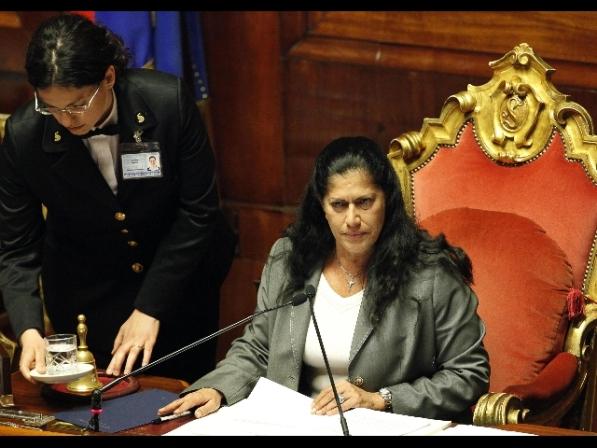 Senato: Rosi Mauro in aula, applausi e contestazioni