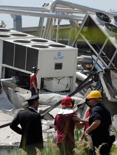 Terremoto in Emilia, sciame di forti scosse causa il crollo di molte fabbriche