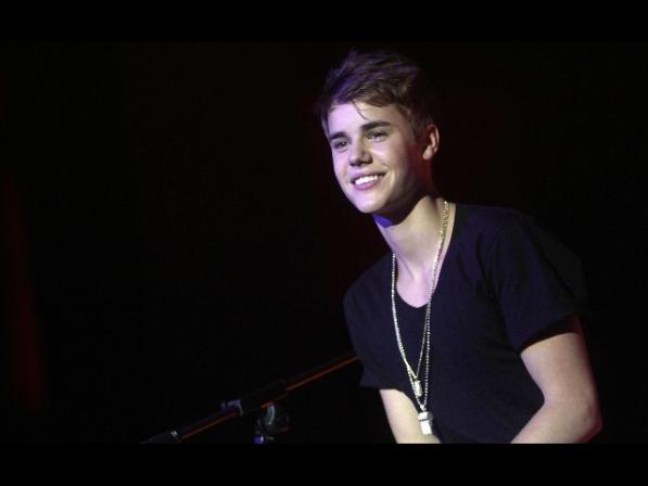 Musica: Justin Bieber a Milano, fan italiane in delirio