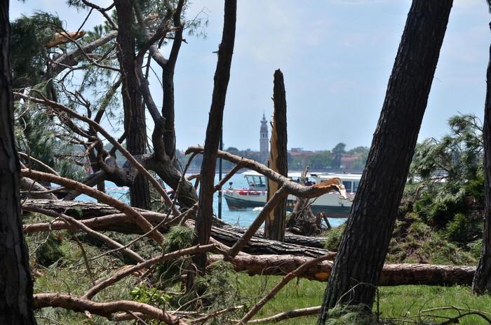 Tromba d'aria si abbatte sulla laguna di Venezia: 12 case scoperchiate