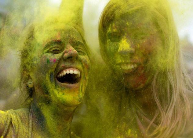 La festa dei colori a Berlino e San Pietroburgo