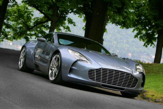 Aston martin: tecnologia, lusso e sportività a 4 e 2 ruote