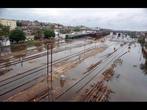 Pakistan: maltempo, 26 morti per forti piogge e crolli