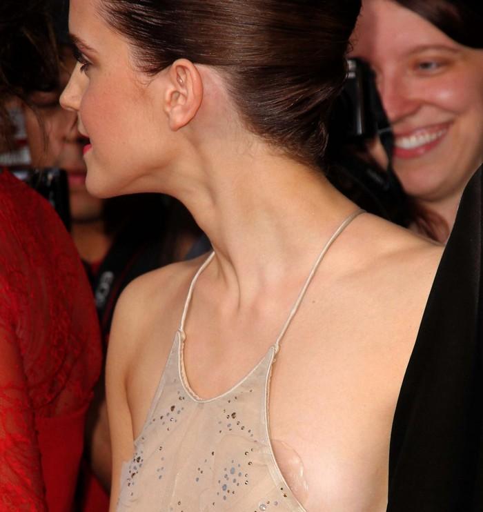 """Emma Watson tradita dal vestito e """"pericolosissima"""" sul Web"""
