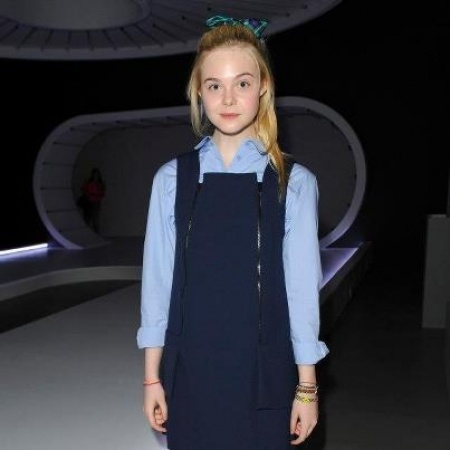 Elle Fanning, scolaretta alla London Fashion Week