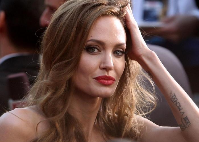 Angelina jolie e la doppia mastectomia per evitare un tumore gallerie fotografiche tiscali - Diva futura via sardegna ...