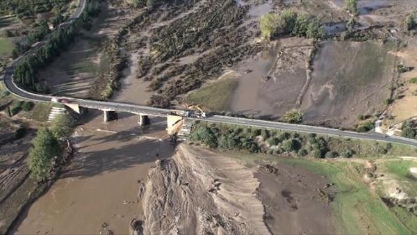 Alluvione via ai lavori per il ponte di olo nel crollo for Ponte sopra i piani del garage
