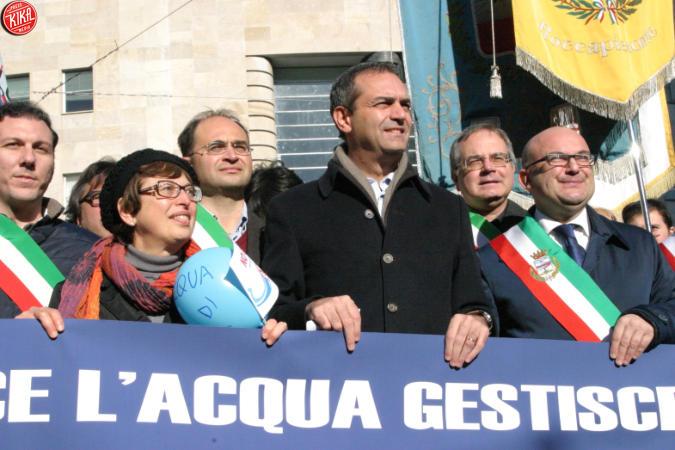 Luigi De Magistris scende in piazza per l'acqua pubblica